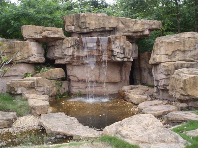 kaskada ogrodowa ze sztucznych skał wodospad